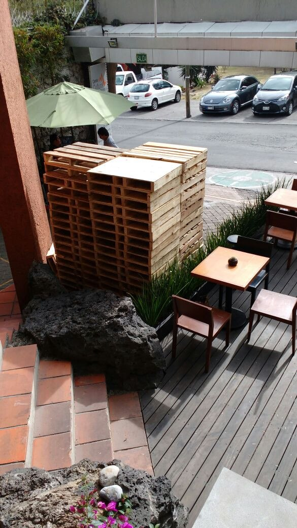 Tarimas de madera recicladas arreglo de madera de tarimas for Muebles de tarimas de madera recicladas