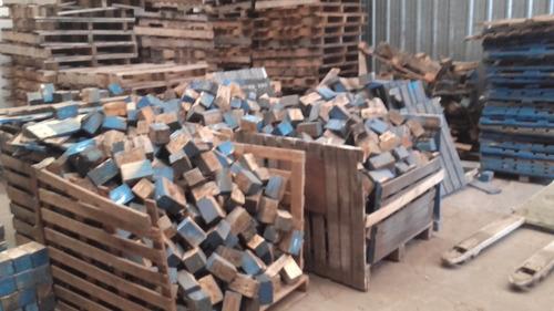 pallets sanos y rotos para reciclar madera