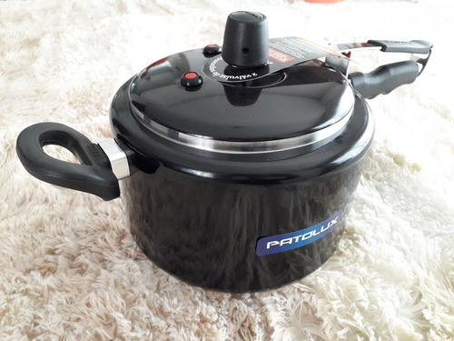 panela de pressão preta lisa patolux 5 litros.