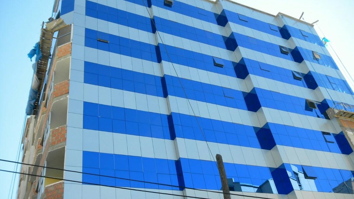 Paneles de aluminio compuesto fachadas y columnas lima for Paneles de aluminio para puertas