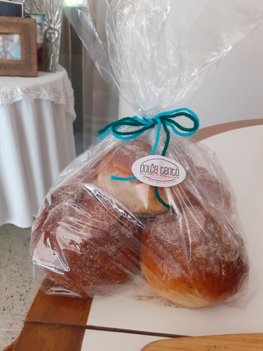panes dulces y medias lunas por encargo