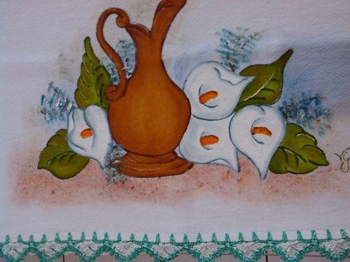pano de prato com pintura e barrado em crochê ou passa fita