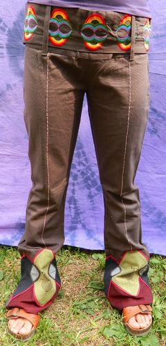 pantalón acampanado con bordados y cinturon de nepal cafe