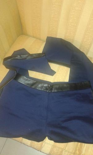 pantalón azul con cintura de cuero y otro pantalon de regalo