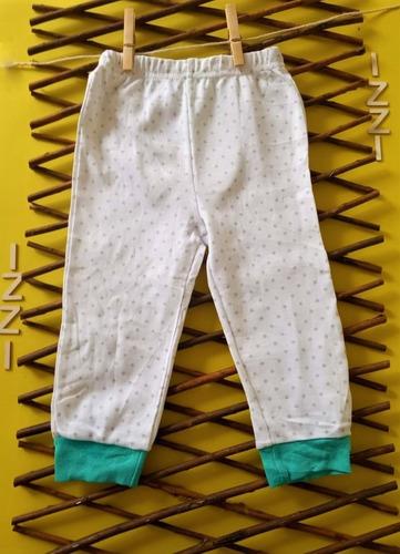 pantalón blanco con estampado de estrellas gris