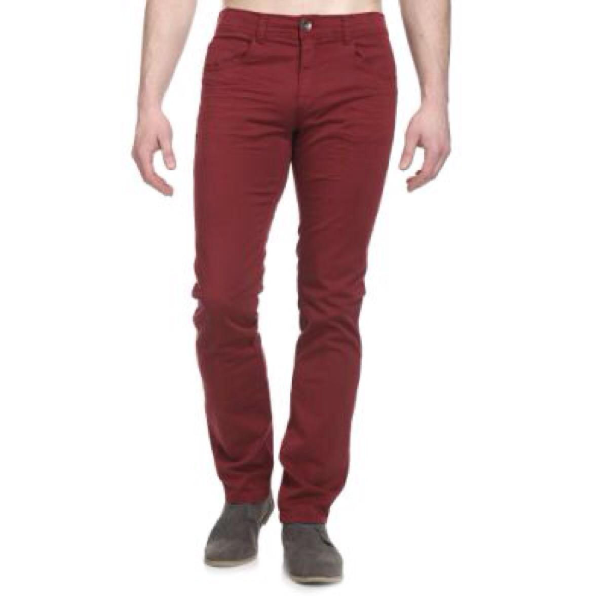 Patrón para confeccionar pantalones de vestir para hombre. En este caso los pantalones, puede servir tanto para acompañar con americana o chaqueta de traje o solos.