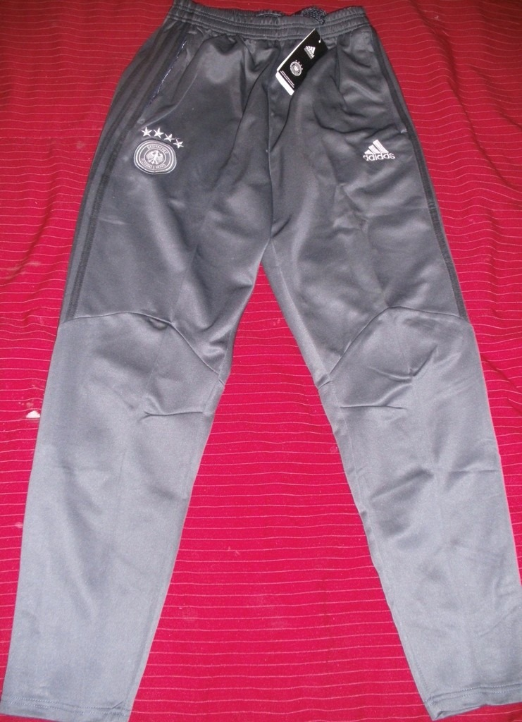 799c32a6fe21f pantalon chupin entrenamiento alemania original unico. Cargando zoom.
