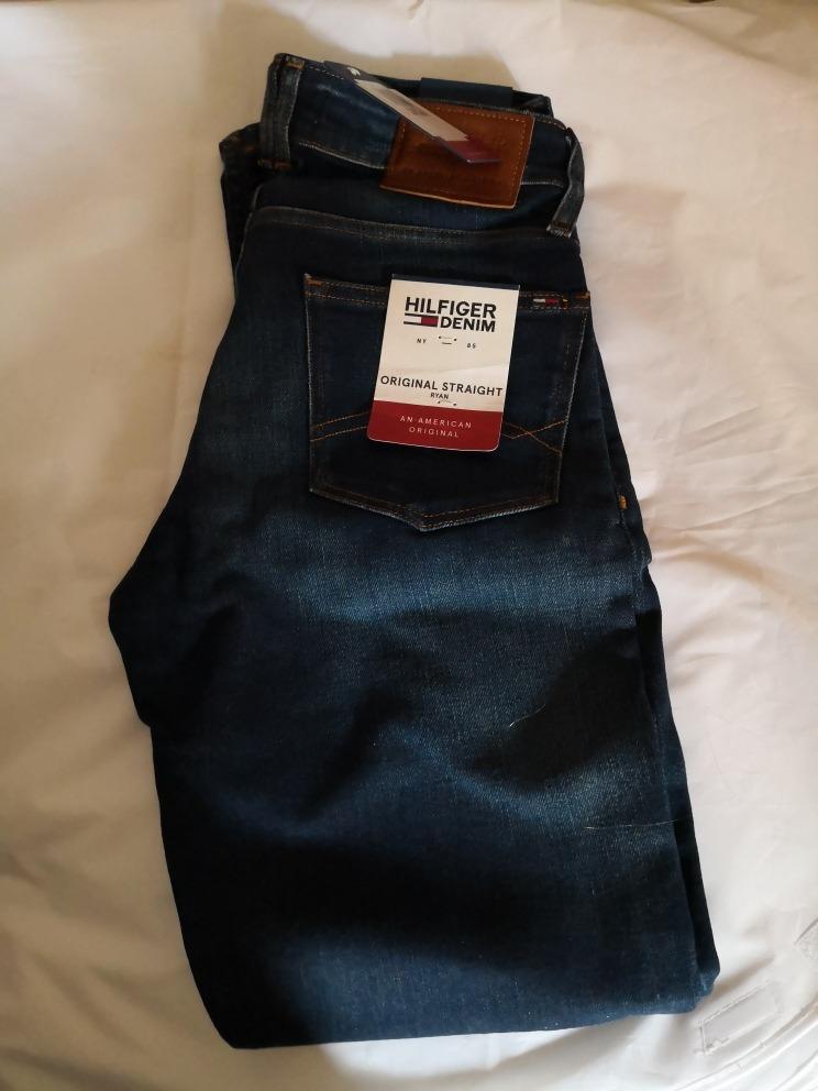 7435339d288 Características. Marca Tommy Hilfiger  Modelo Denim. Género Hombre  Tipo de  pantalón Casuales  Material del pantalón Jean ...