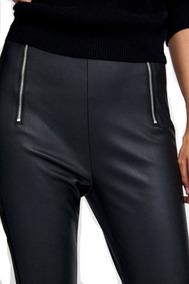 pantalones de cuero rojos zara