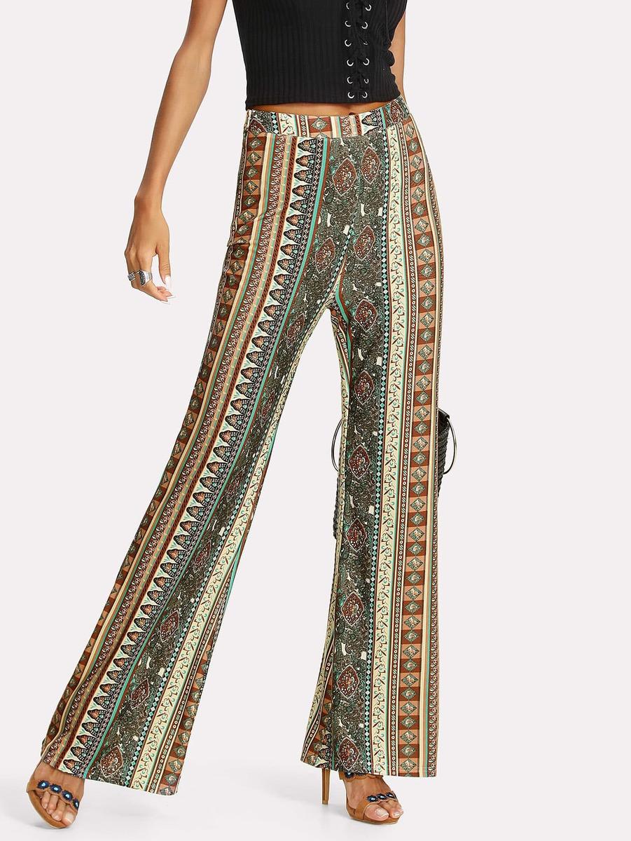 91a53a5b19 pantalones de campana con estampado pañuelo. Cargando zoom.