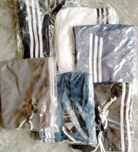 pantalonetas deportivas de tres rayas impermeabes