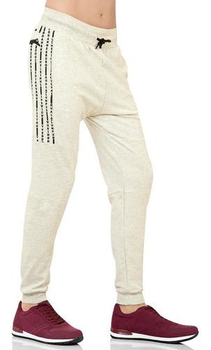 pants tipo jogger con estampado.