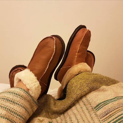 pantuflas botita de cuero con abrigo de corderito oveja