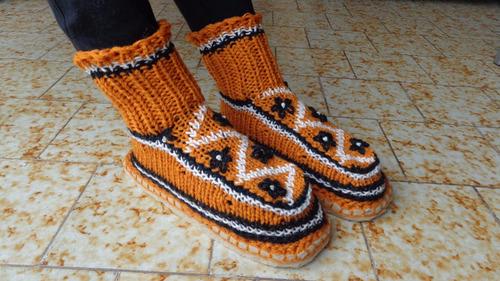 pantuflas de lana tejidas a mano con suela de fieltro color