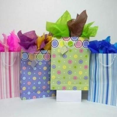 Papel seda de colores regalo arreglos cotillones - Como decorar bolsas de papel ...