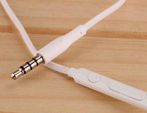 paquete 50 auricular con micrófono de 3.5mm