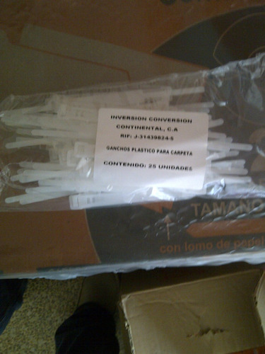 paquete gancho plastico para carpetas 25 uni