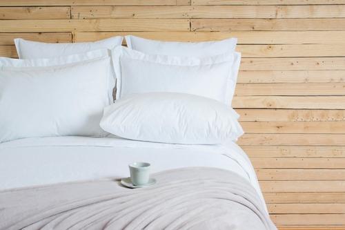 paquete individual (sábanas, cobertor, almohada y protector)