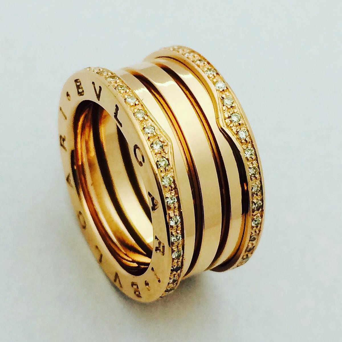 f9a2ea52717 par aliança   anel bvlgari b-zero ouro 18k brilhantes. Carregando zoom.