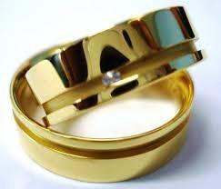 par de aliança de ouro 18k com 4 gramas o par , e 1 pedra