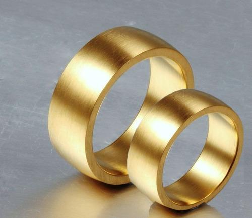 par de aliança escovada 8mm banhada  ouro 18k