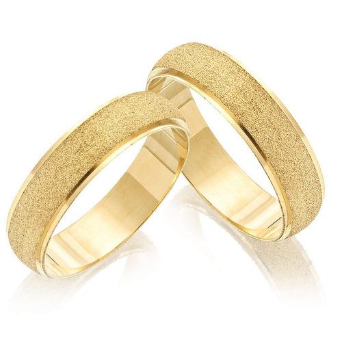 par de alianças belissimas cor de ouro com frisos, par 8mm.