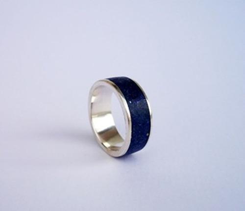 par de alianças de prata com pedras lápis lazule modelo 8 mm