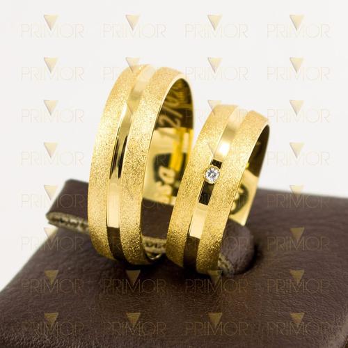 par de alianças em ouro frésia com friso central largo al035