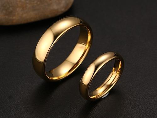par de alianças  tungstênio 6 e 4 mm folheada a ouro