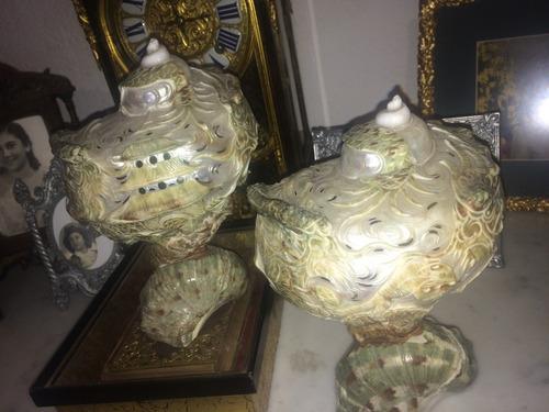 par de figuras decorativas en madre perla