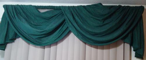 par de lambrequines color verde obscuro