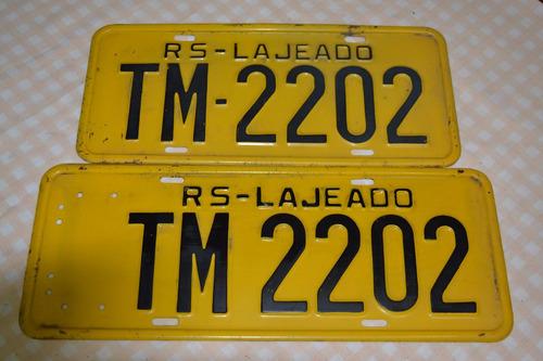 par de placa amarela antiga rs lajeado tm-2202
