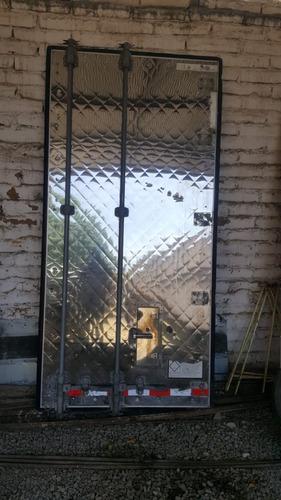 par de puertas traseras de caja thermo de gran danes