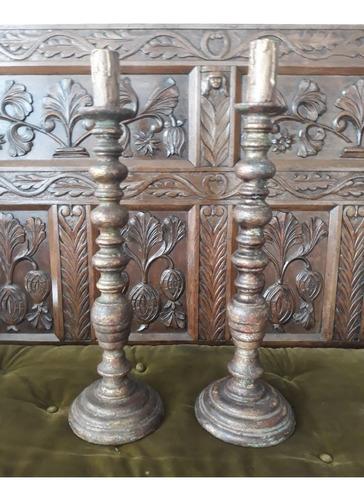 par de tocheiros século 19 em madeira com policromia a mão