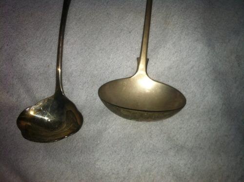 par de utensilios baño de plata