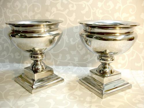 par de vasos médici ânforas em pesado e puro alumínio belos