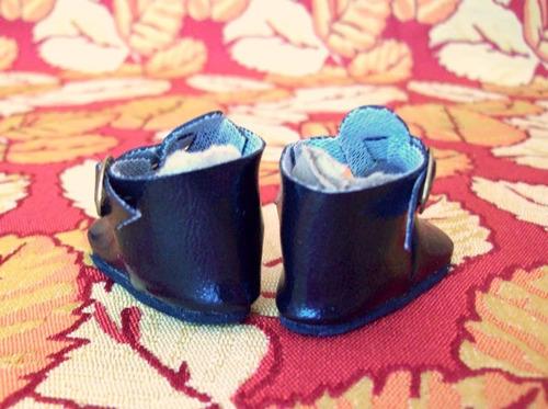 par de zapatitos negros c/ hebilla dorada cod#21