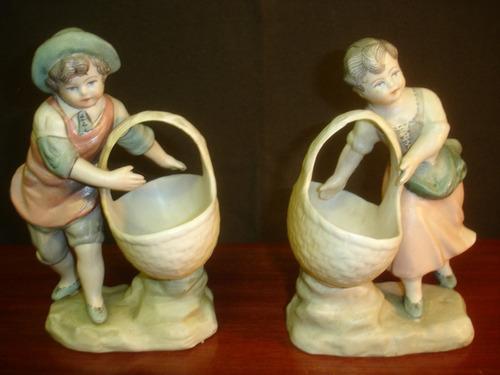 par figuras vitrina pareja niños con canastas alt.18cm.-840p
