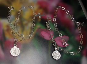 63560c24bc47 Par Pulsera Pareja Protección Medalla San Benito Cruz Plata