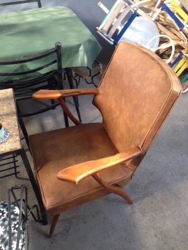 par sillones un cuerpo antiguo de cuero  valor individual
