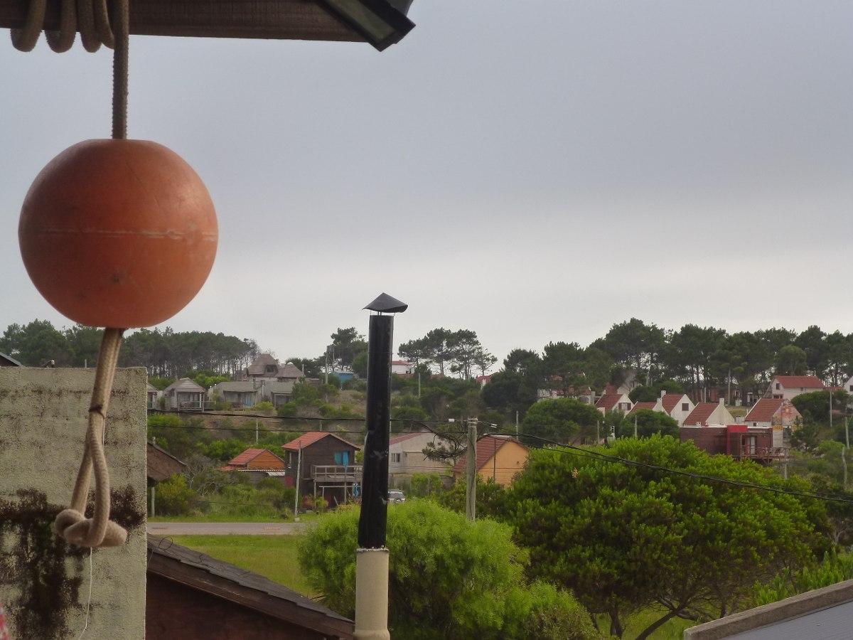 para disfrutar!! vista al pueblo y al mar. punta del diablo