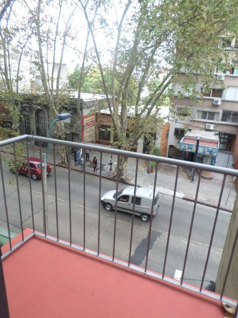 para entrar, al frente, luminoso, terraza, sobre avenida