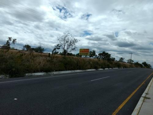 para inversionistas terreno a pie de carretera a tecali
