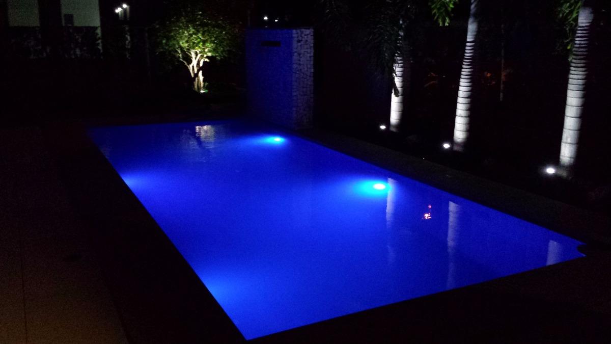 Kit ilumina o para piscina 2 refletores 25 leds comando for Led para piscinas
