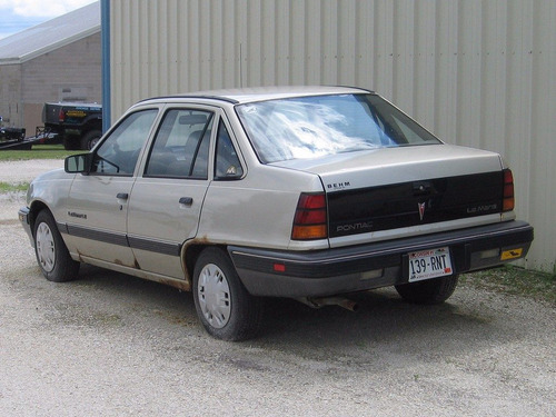 parachoque trasero  pontiac lemans 1990