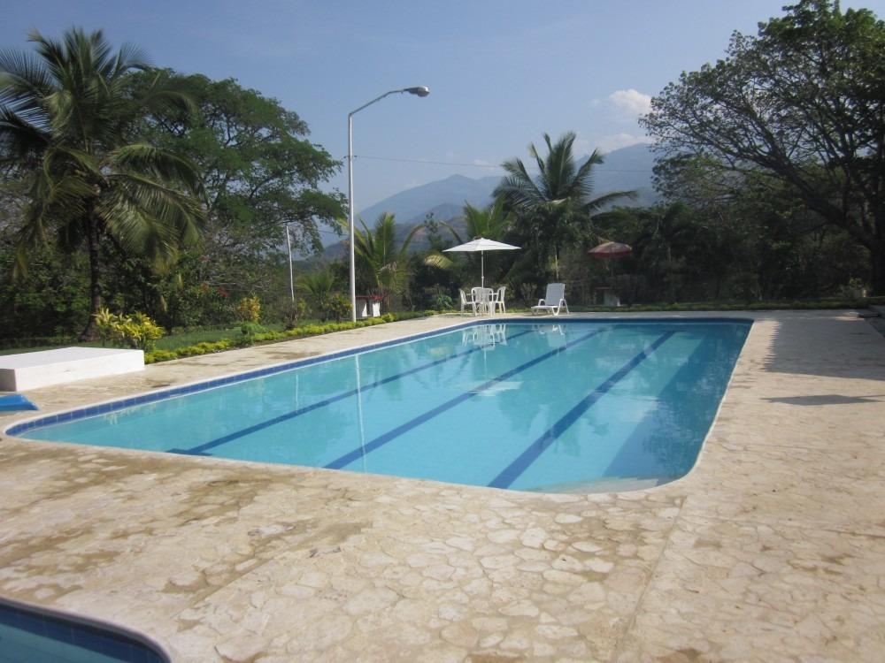 parcela # 38 piscina los almendros