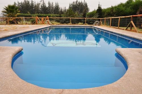 parcela con piscina para paseos y eventos