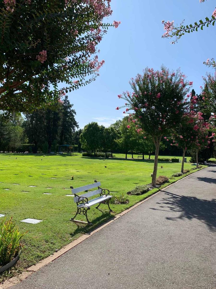 parcela en cementerio privado en parque colonial en zona oes