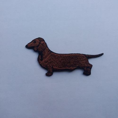parche bordado perro salchicha marrón