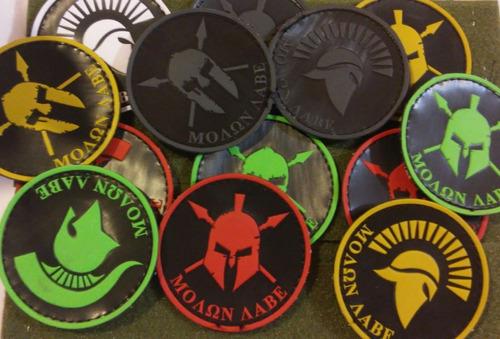 parches, etiquetas, llaveros, pulseras y accesorios en pvc.